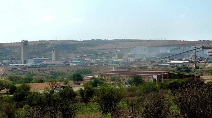 anglogold-ashanti-axe-2000-jobs-shrinks-footprint-south-africa